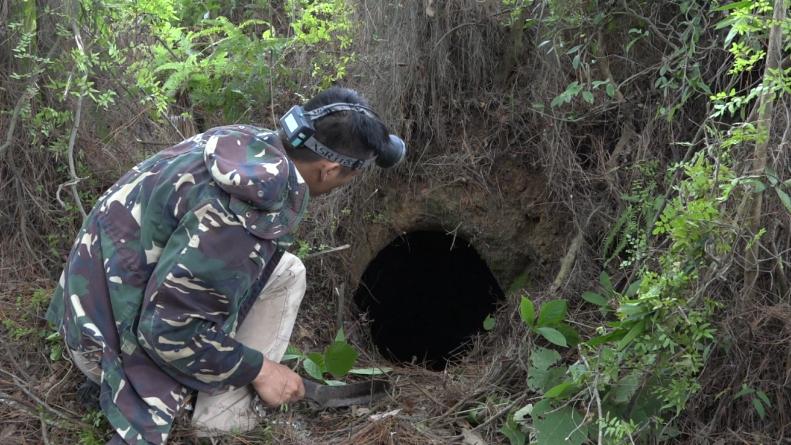 广西一男子深山里发现一山洞,是古墓还是什么?洞里面到底有什么东西?
