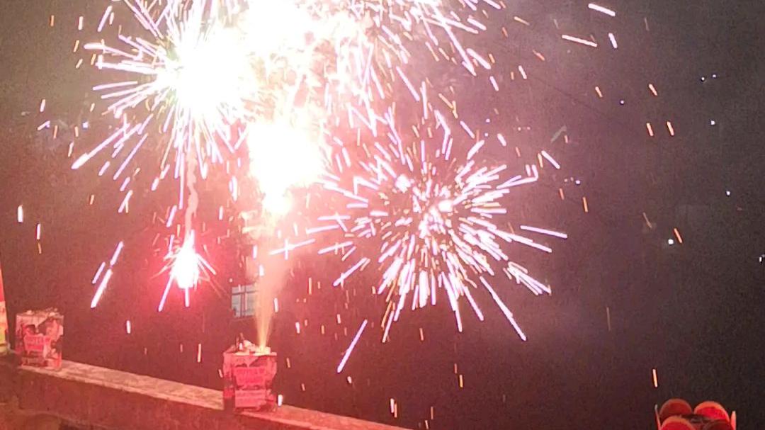 【夏日蕉易战】去年的烟花特别多,乡村4分钟无冷场烟花汇演