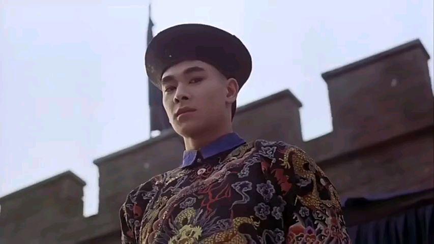 年轻时的他演打戏不懂得省劲,演反派气势太足,连李连杰都压不住
