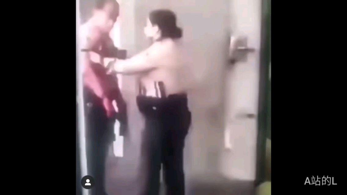 洛杉矶警察被枪击现场记录拼合视频