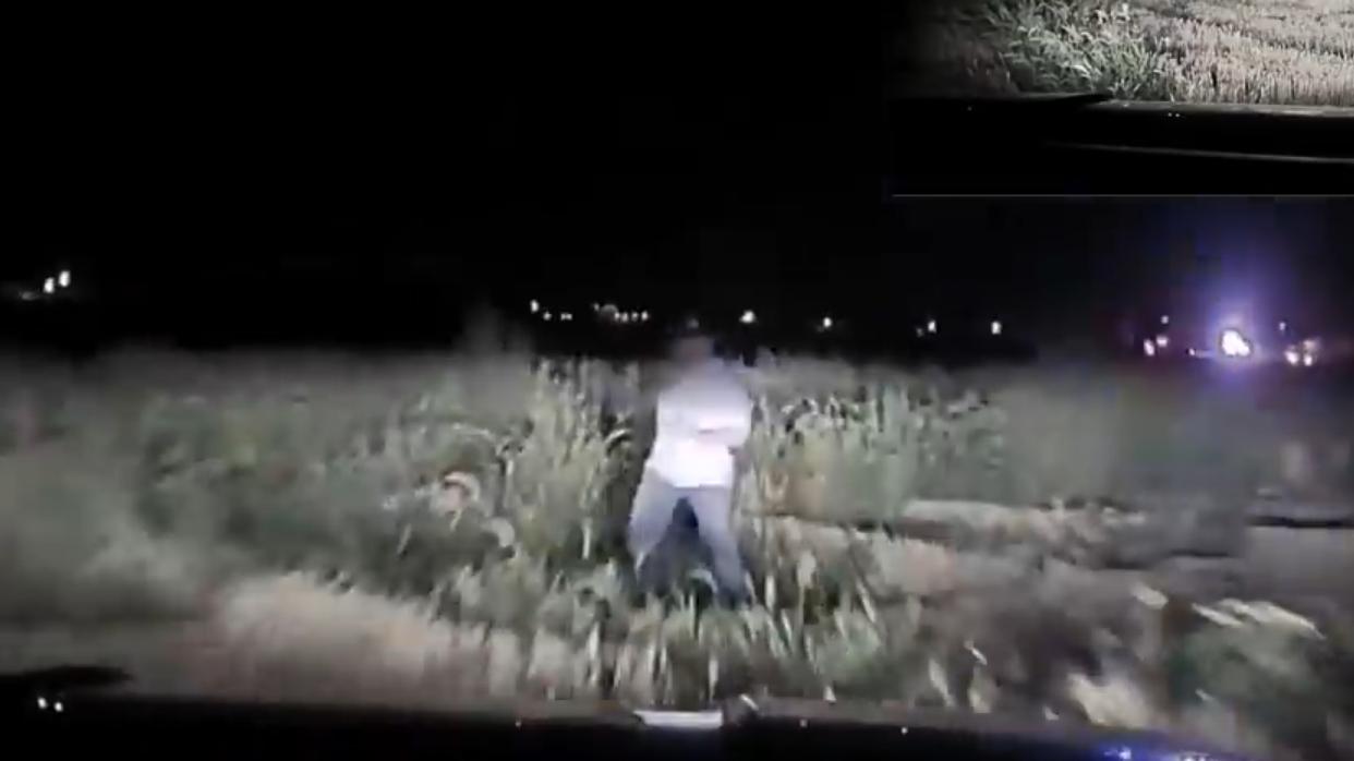 【执法记录】枪手夜袭射伤K9警官,警察支援队疯狂还击