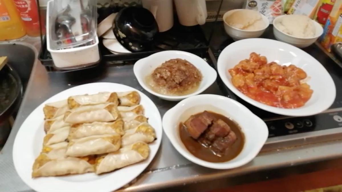 红烧肉、咕咾肉、粉蒸肉和猪肉玉米锅贴一本满足