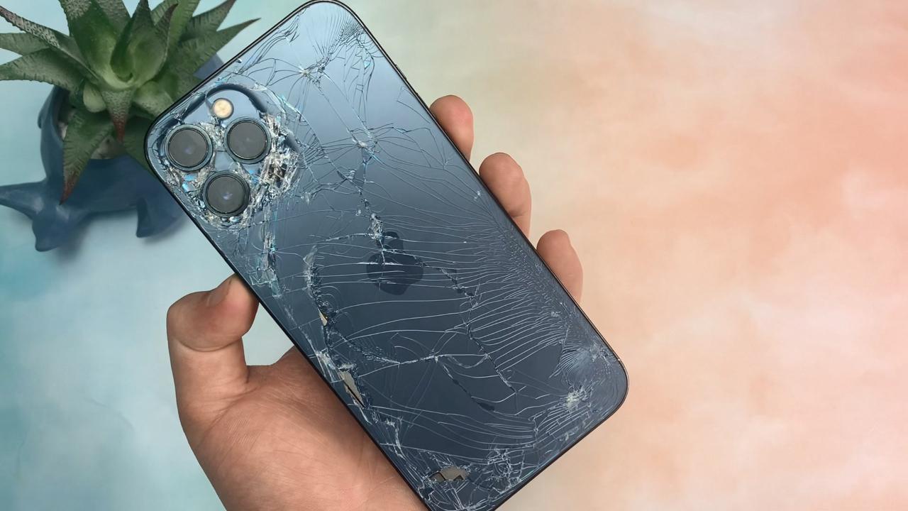 iPhone12PM破成这样还能用吗?看完只能说苹果太强了!