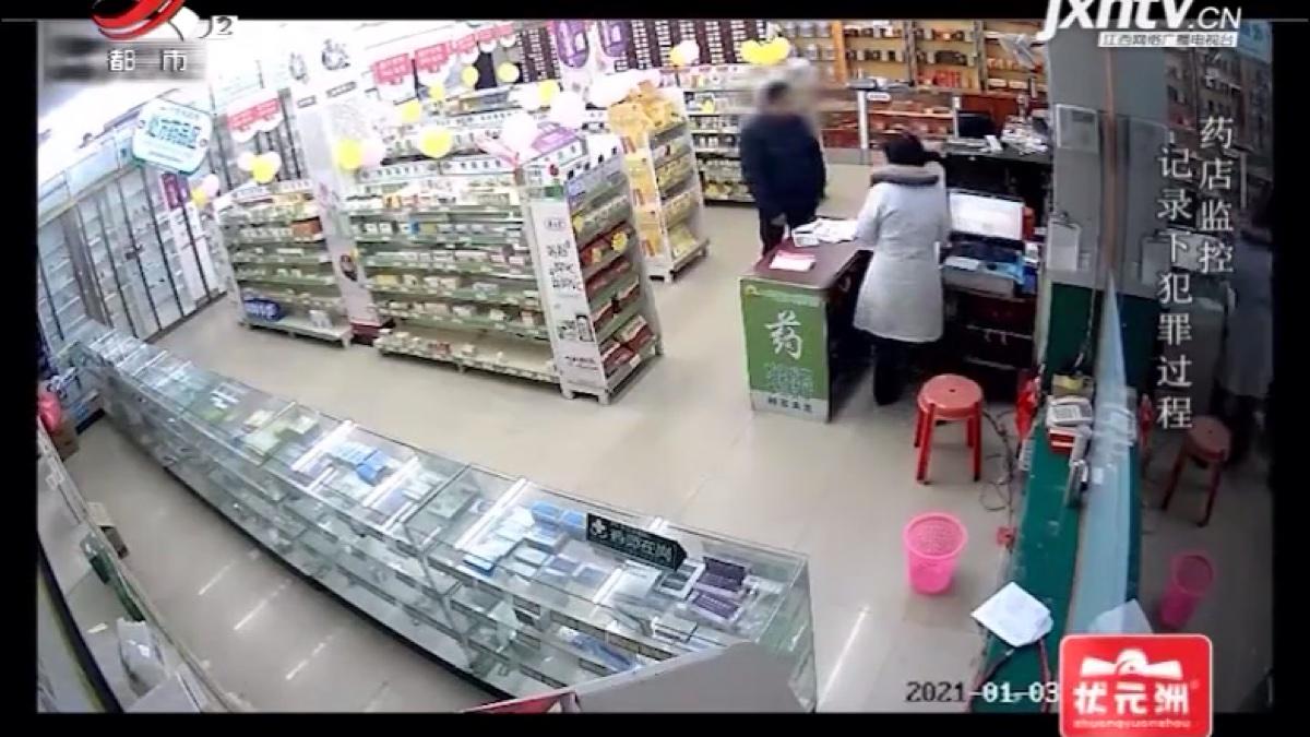 男子性侵女店员致死后,又去餐馆打包拉面,监控记录犯罪全过程