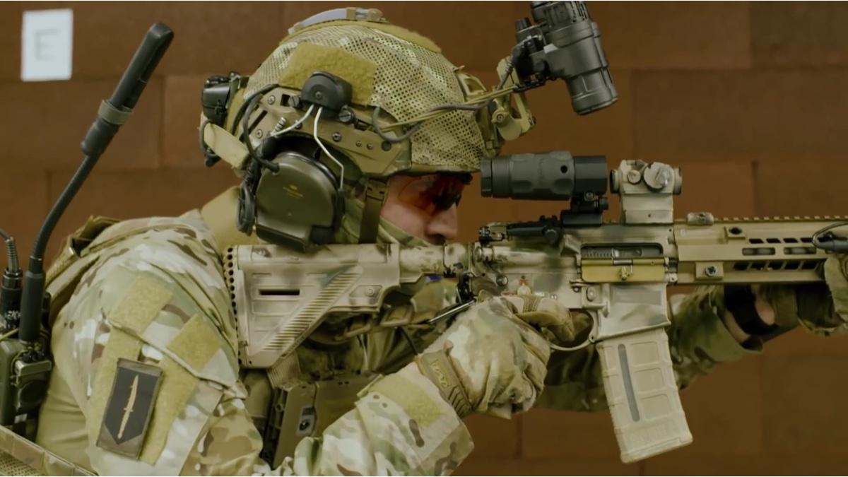 荷兰陆军特种部队KCT使用装Geissele MK15 MLOK的HK416A5射击