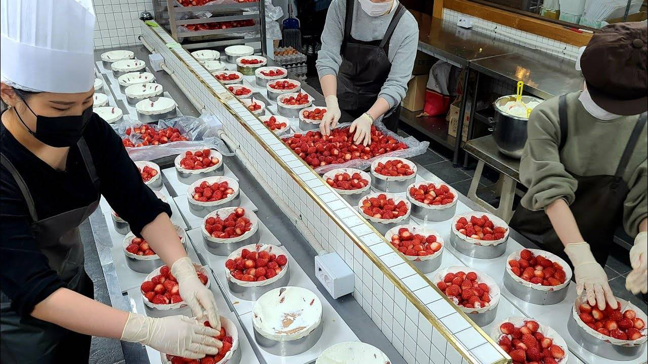 惊人的草莓蛋糕制作工艺-韩国食品工厂