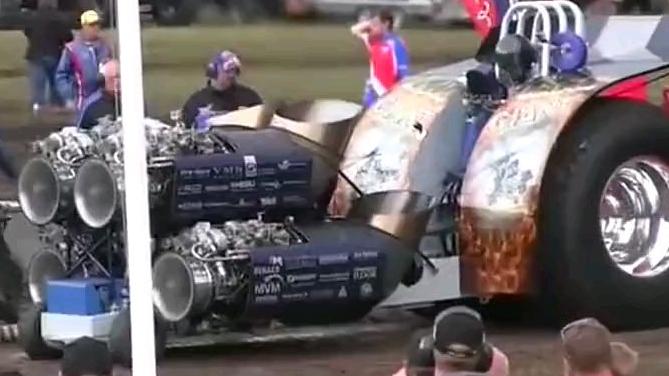 国外拖拉机牵引车比赛,各种奇葩改装真让人大开眼界!