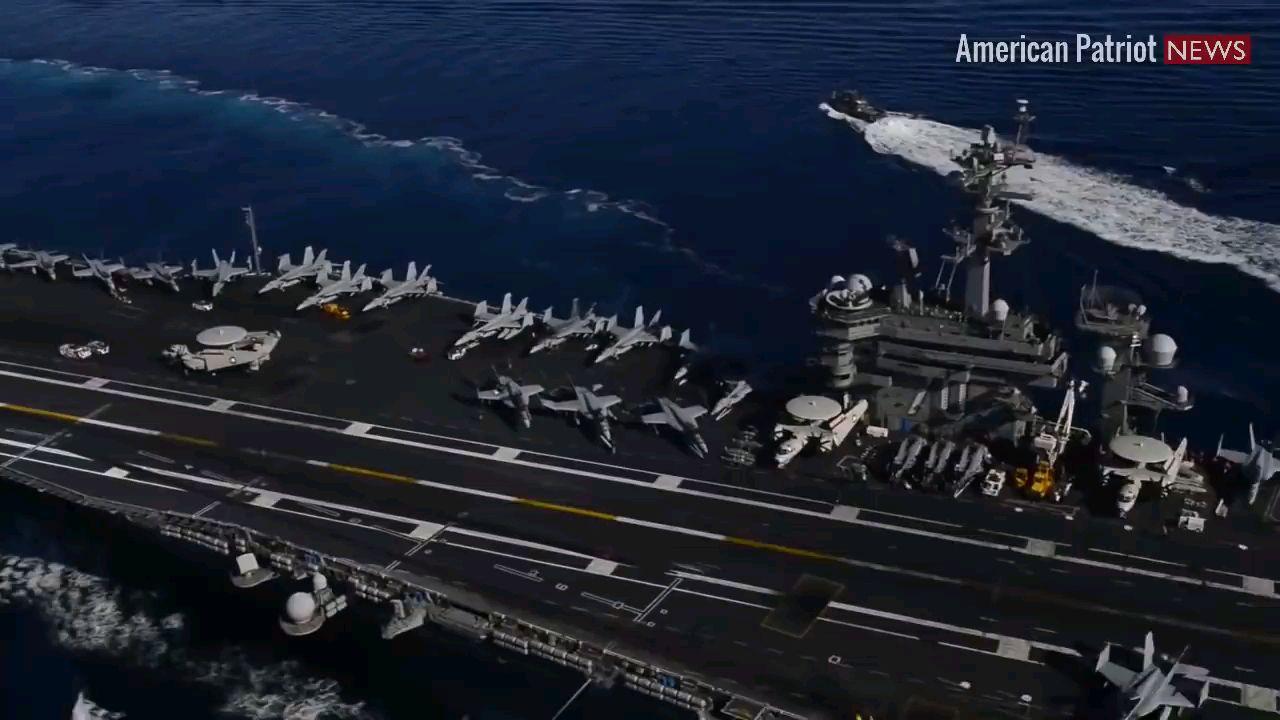 美国海军核动力航母•卡尔·文森号(CVN-70)执行飞行作业