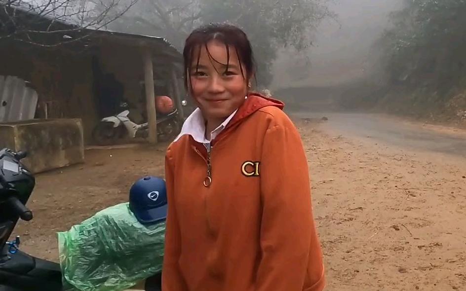 来越南农村姑娘家玩,她爷爷以前是从中国逃到越南来的