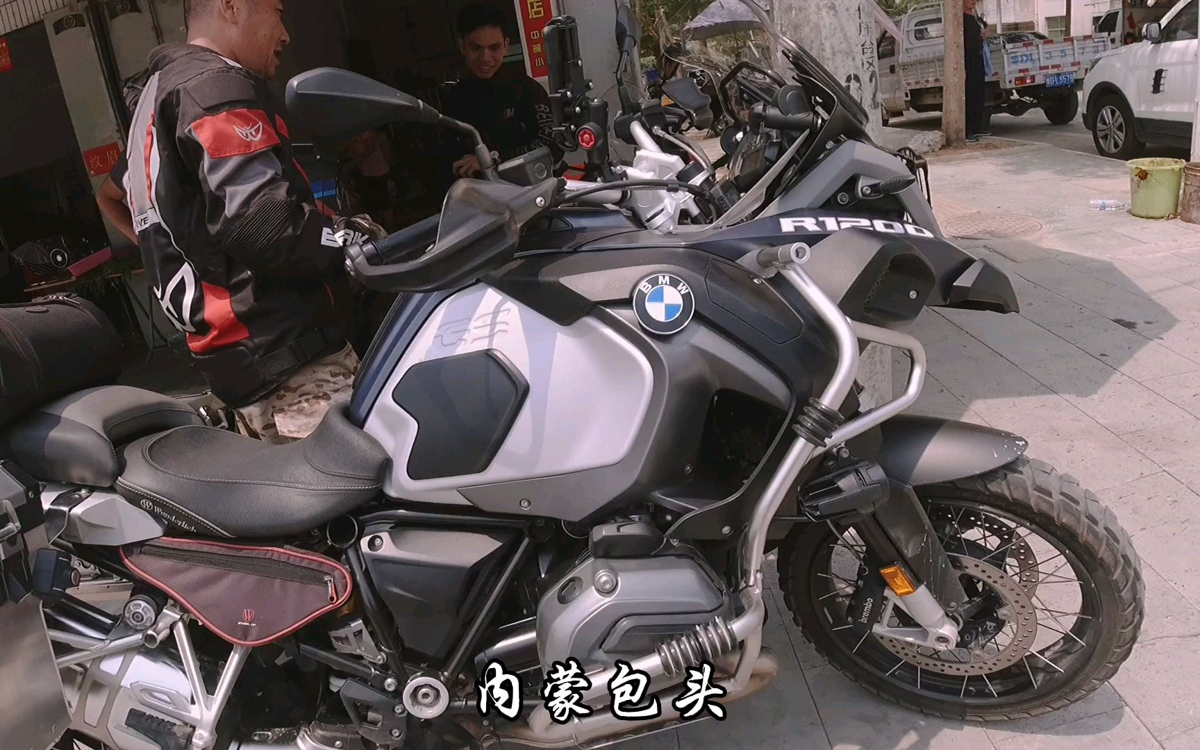 在海南偶遇骑27万宝马摩托车来旅行的内蒙古老哥