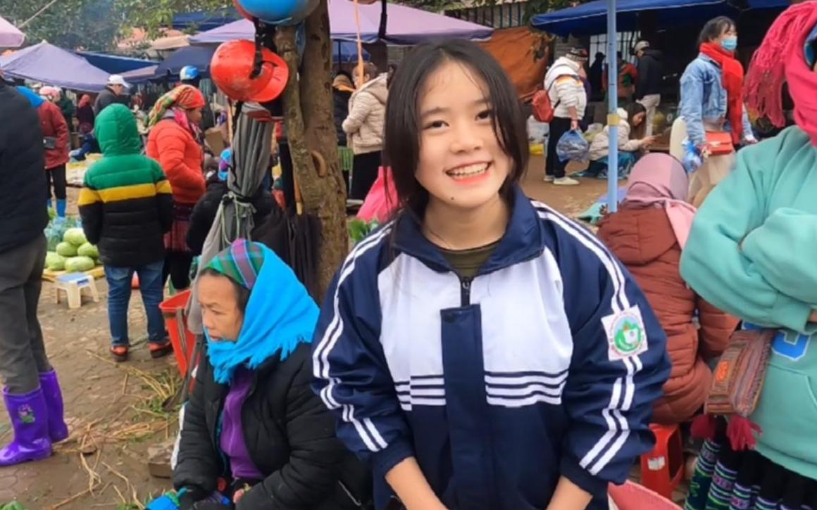 越南农村姑娘赶集摆摊卖辣椒,她妈妈说我又来泡她女儿,真是辣妹子。
