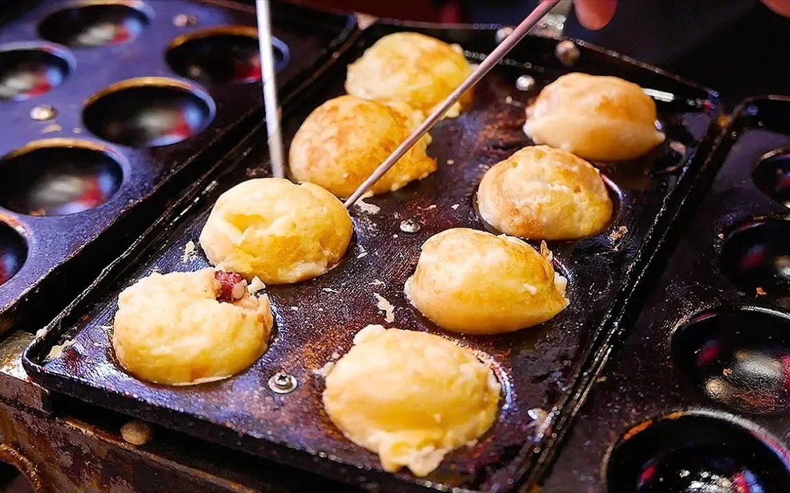 日本暗黑料理,爆出黑色墨汁的章鱼小丸子