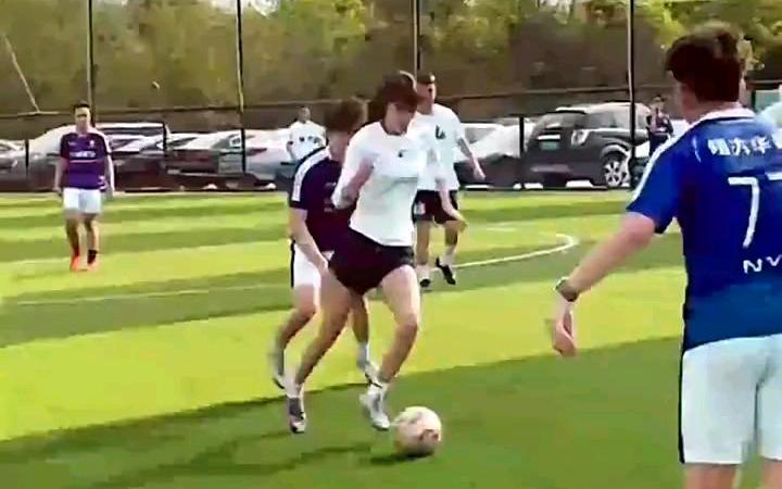 足球男女对抗 结尾引起舒适