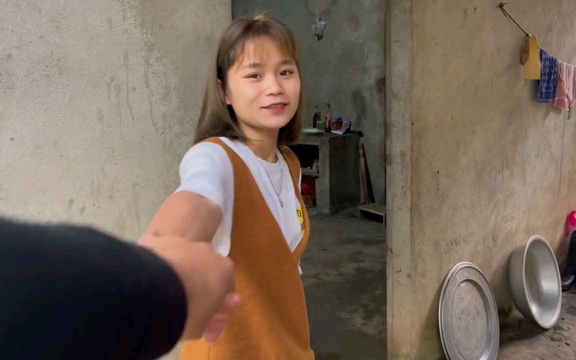 越南小伙来女友家拜年,第一次见她妹妹没想到那么漂亮!