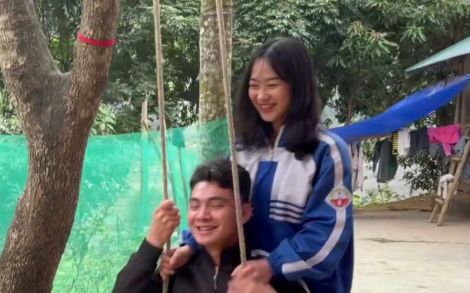 来越南阿金姑娘家玩,两姐妹也太可爱了吧,有网友叫我把她们也拉进团队,你们觉得如何?