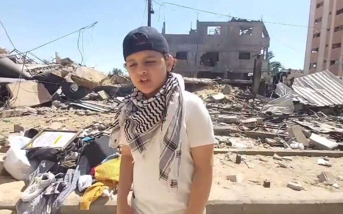 """苦中作乐!火遍全网!""""巴勒斯坦Eminem""""男孩在战争废墟前说唱"""