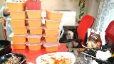 【棒子吃货女主播完整版42】鸡汤×2+金枪鱼寿司+乳酪寿司+脆泡菜【朴舒妍直播】