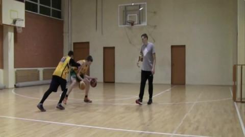 国外篮球教练指导:球感、运球、突破、投篮训练