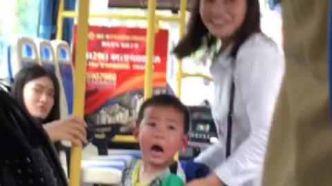 公车上,弄得我好尴尬。。。