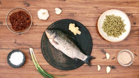 【美食台】豆瓣鲫鱼,汤汁拌饭竟比鲫鱼还好吃!