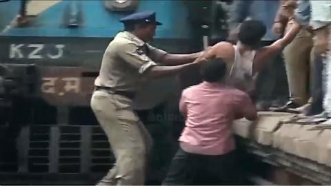 印度火车事故集锦,人不死.......