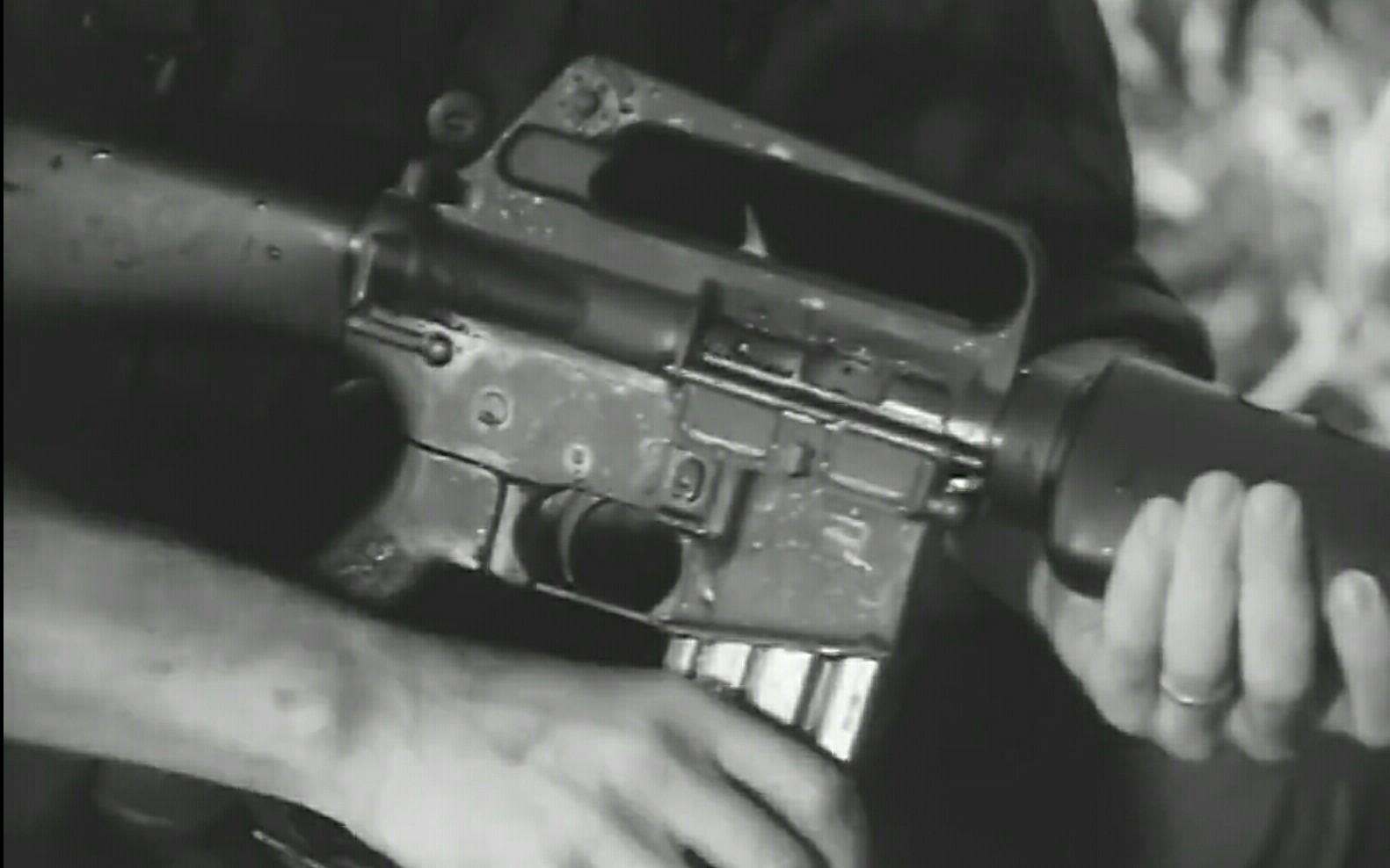 【中文字幕】 美国陆军-M16步枪: 战地应急措施(第二部分)