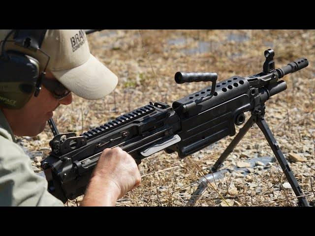 how the m249 saw machinegun works    with gun drummer