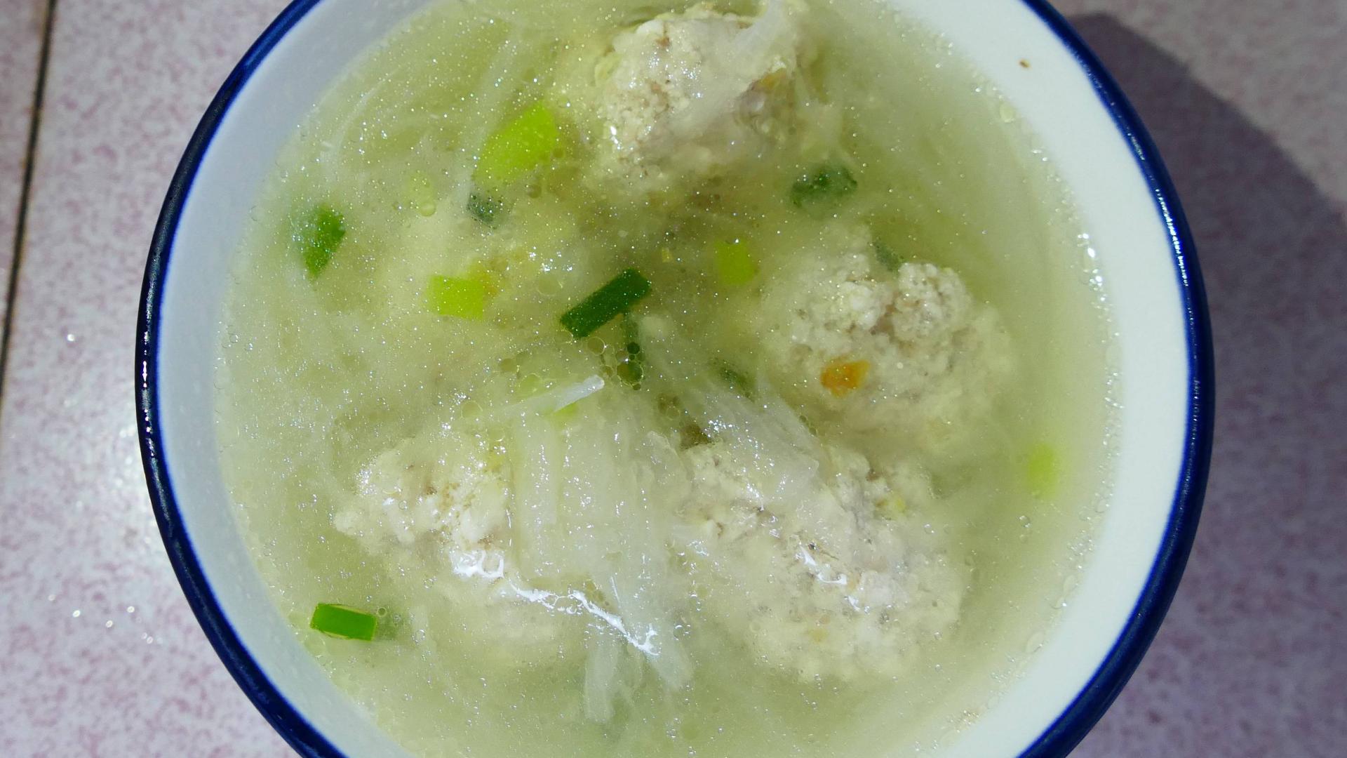 萝卜豆腐圆子汤,简单温暖不油腻,饭前来一碗,开胃又营养