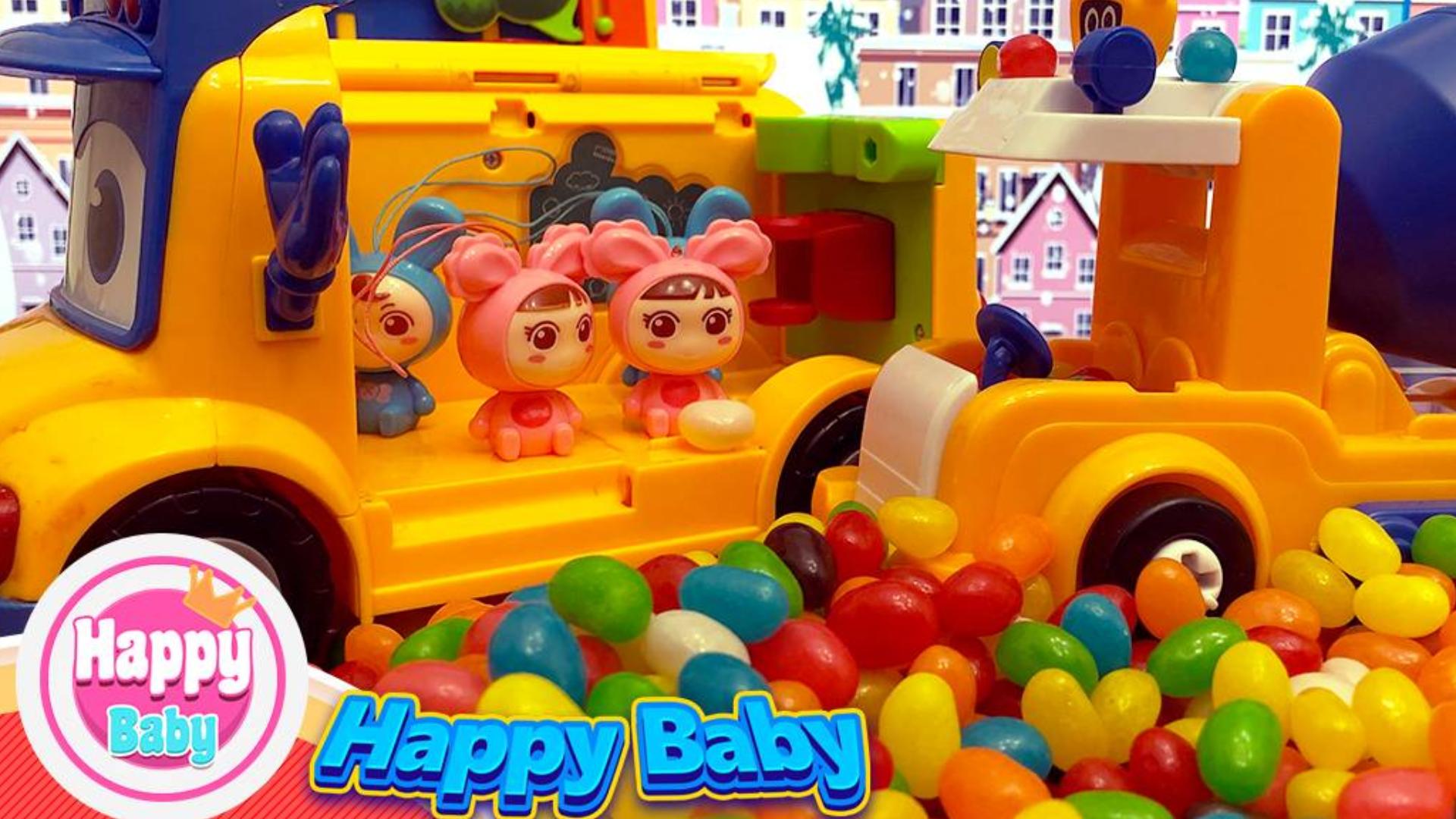 嘟当曼变身水泥搅拌车把糖果藏在水泥罐里,来给小朋友们送糖果。