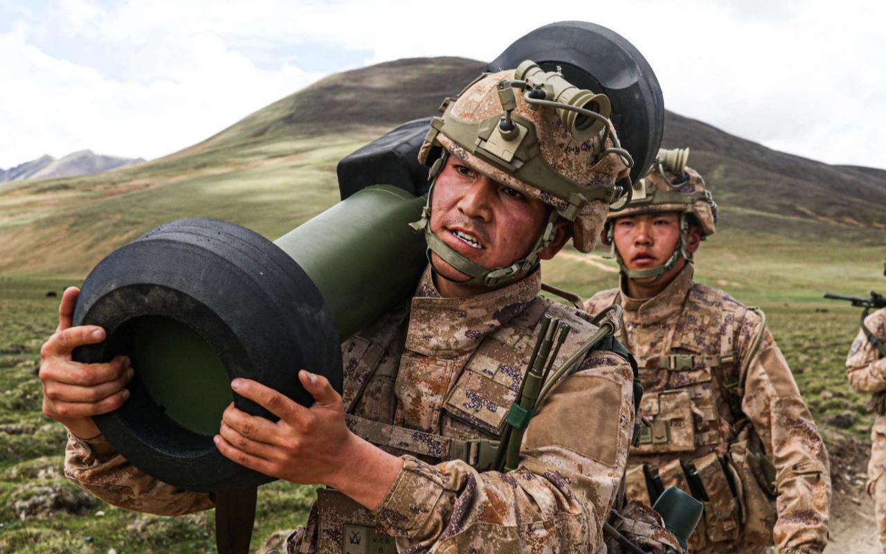 首次曝光!红箭12反坦克导弹亮相西藏军区,警告边境某国!