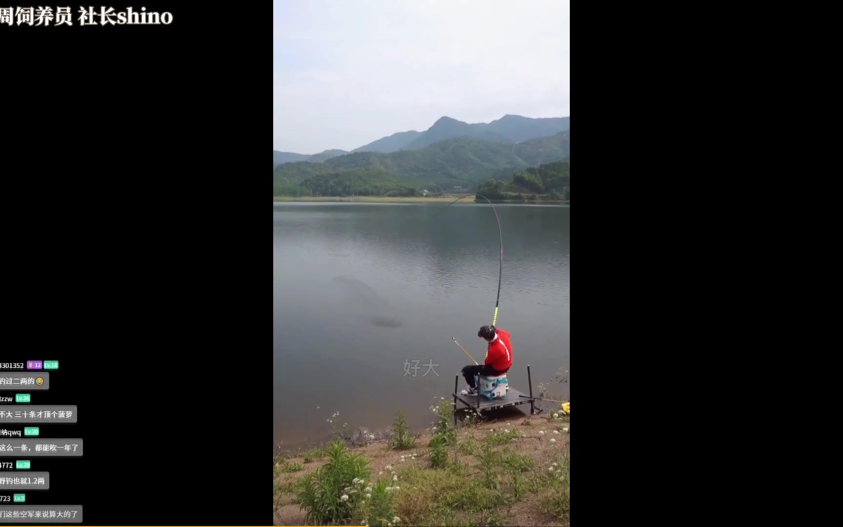 《钓到你了是吧!》菠菠看钓鱼视频太投入了,自己带入鱼了!水友:菠菠咬钩了!菠菠加油啊!别被抓