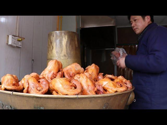 大叔宫廷秘方做鸡,一家店熬垮附近5家同行,客源稳定一天卖100只