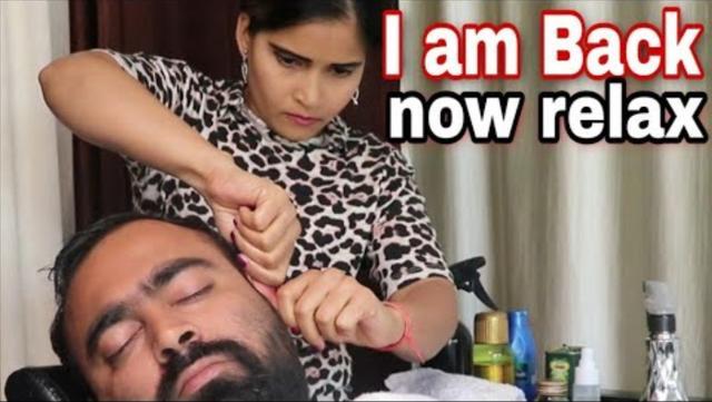 印度女性宇宙理发师放松助眠的头部按摩