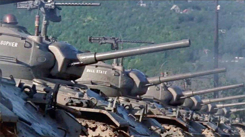 劲爆战争片 -敌我双方固守两岸, 争夺必经之桥, 坦克炮弹疯狂对轰