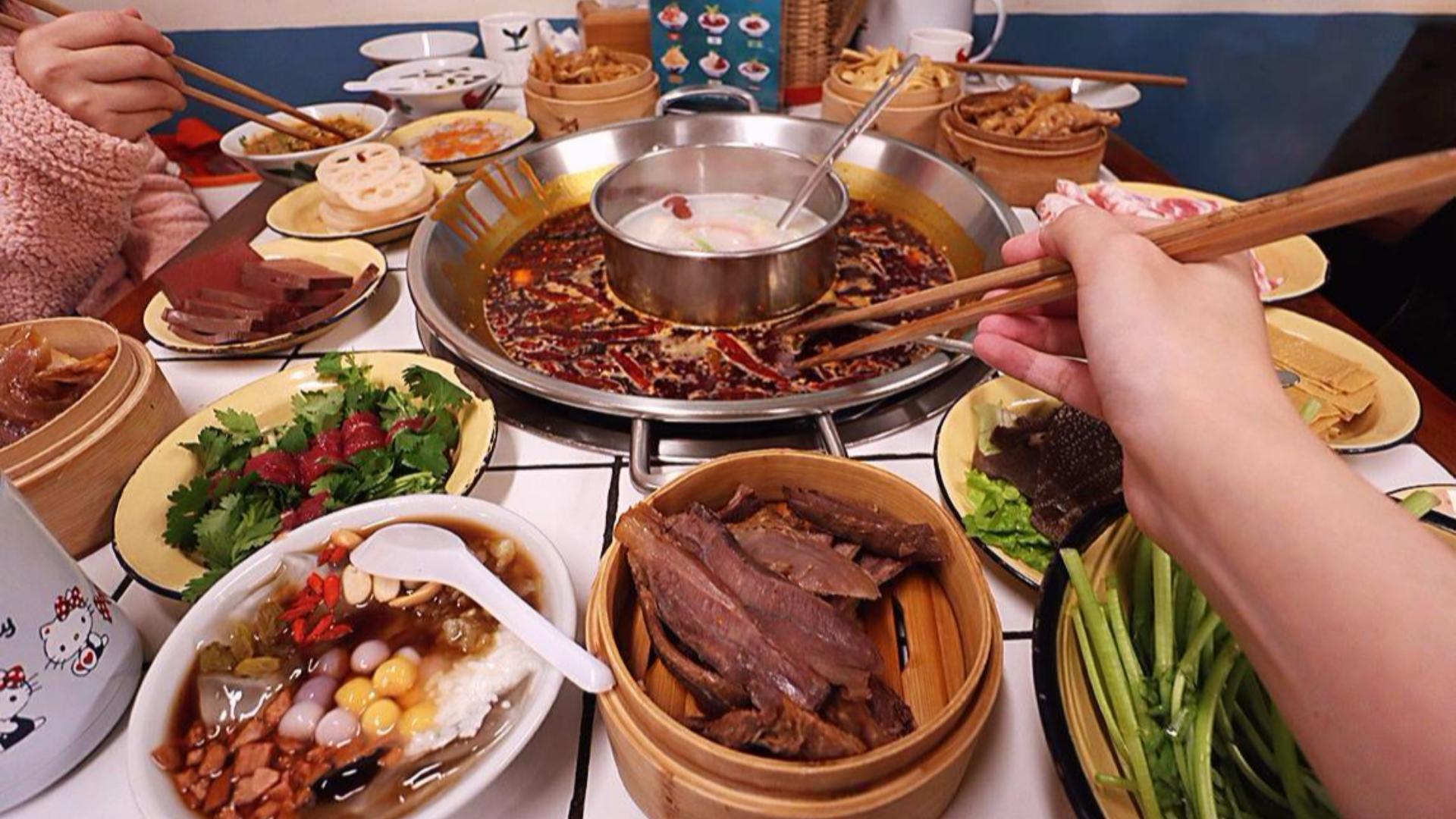 天天排队的卤味火锅店:喜欢火锅的味道,享受一群人的热闹