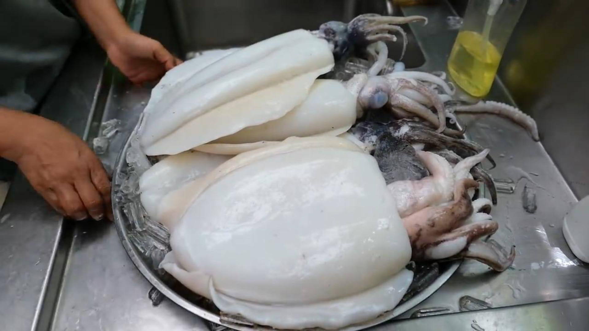 泰国美食 -- 爆炒鱿鱼配咸蛋黄