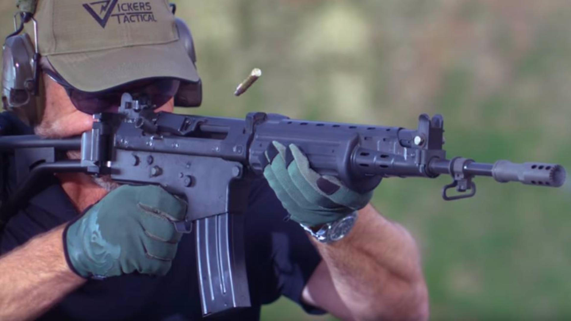 美国大叔:实弹射击FN FNC MK2
