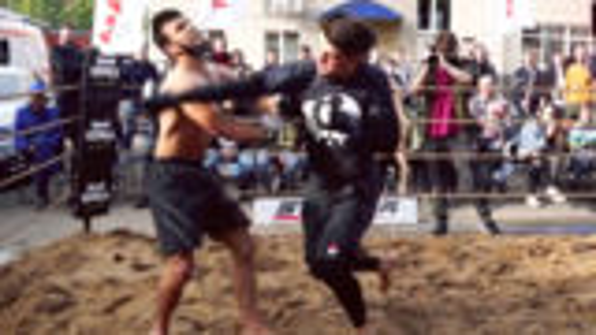不要低估MMA票友的实力,这两拳足以秒杀95%的路人!