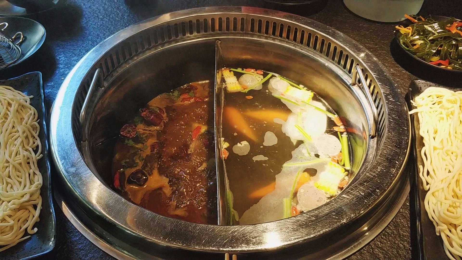 去火锅店只点一个锅底,不点菜直接煮面,会不会被老板给轰出去?
