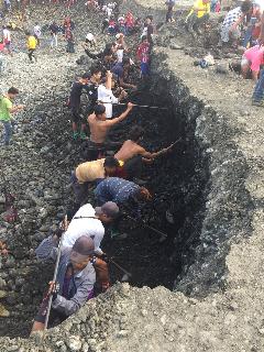 缅甸翡翠矿区一手视频,带你体验挖玉人生活的点点滴滴!