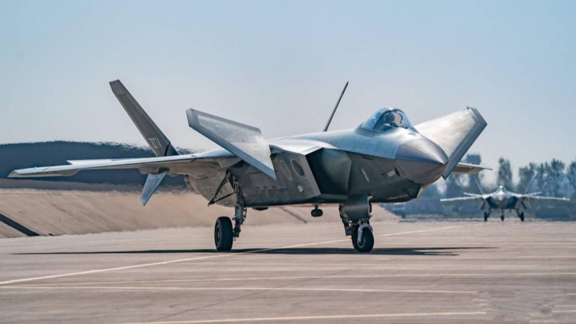 差点把歼20带跑偏!中国跟风苏57欲研制超机动五代机,被F22打醒