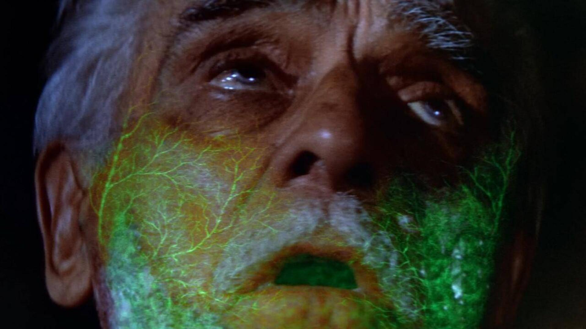 【奥雷】老汉将带有危险辐射的陨石带回家中 引发变异危机《要你吓破胆》