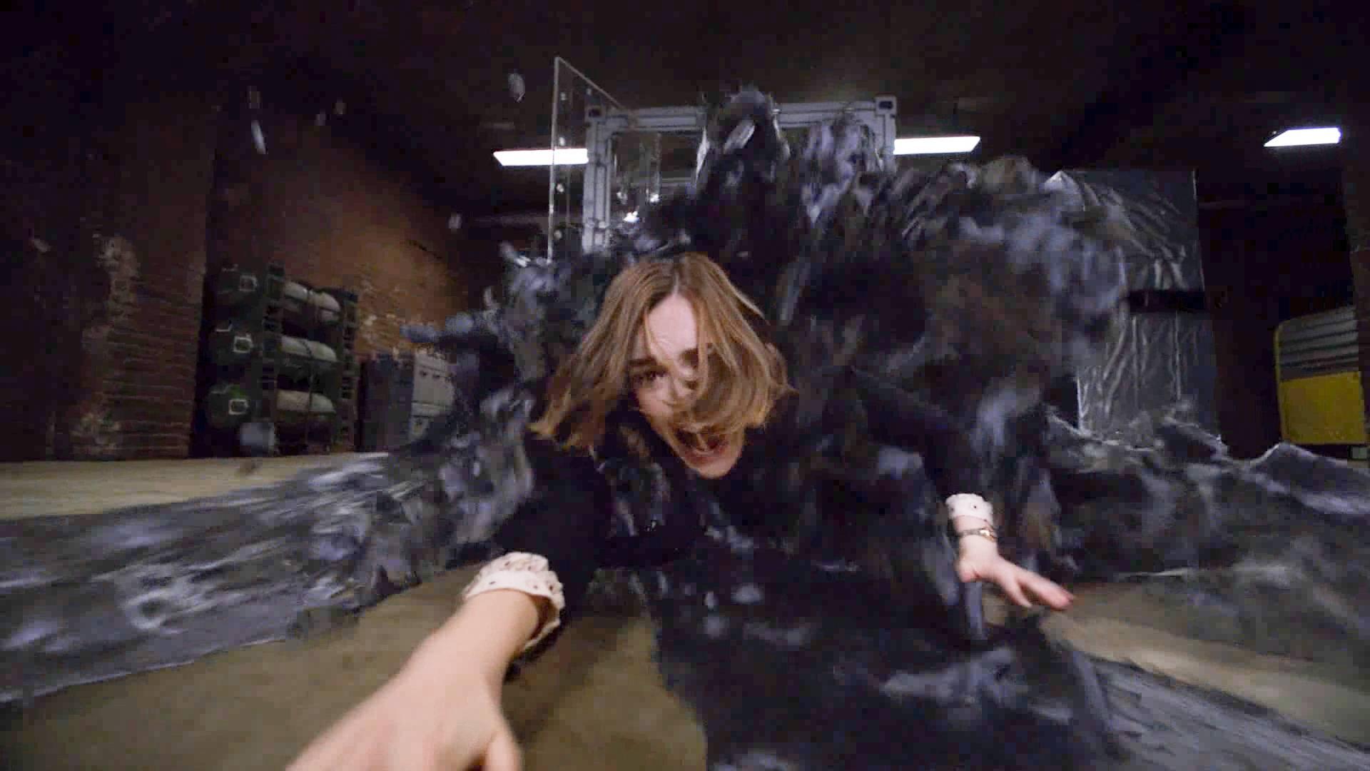 神盾局第二季大结局,西蒙斯被外星巨石抓走,从此下落不明