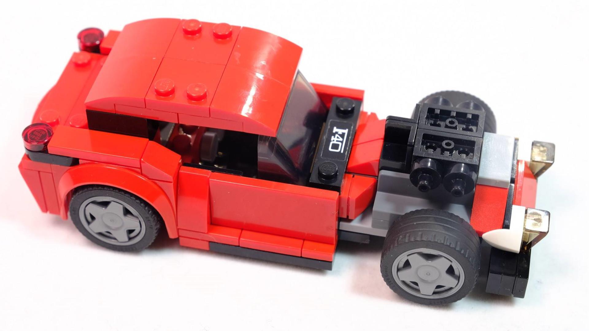 如何用100多片乐高积木搭一辆竞速老爷车?一起搭建吧