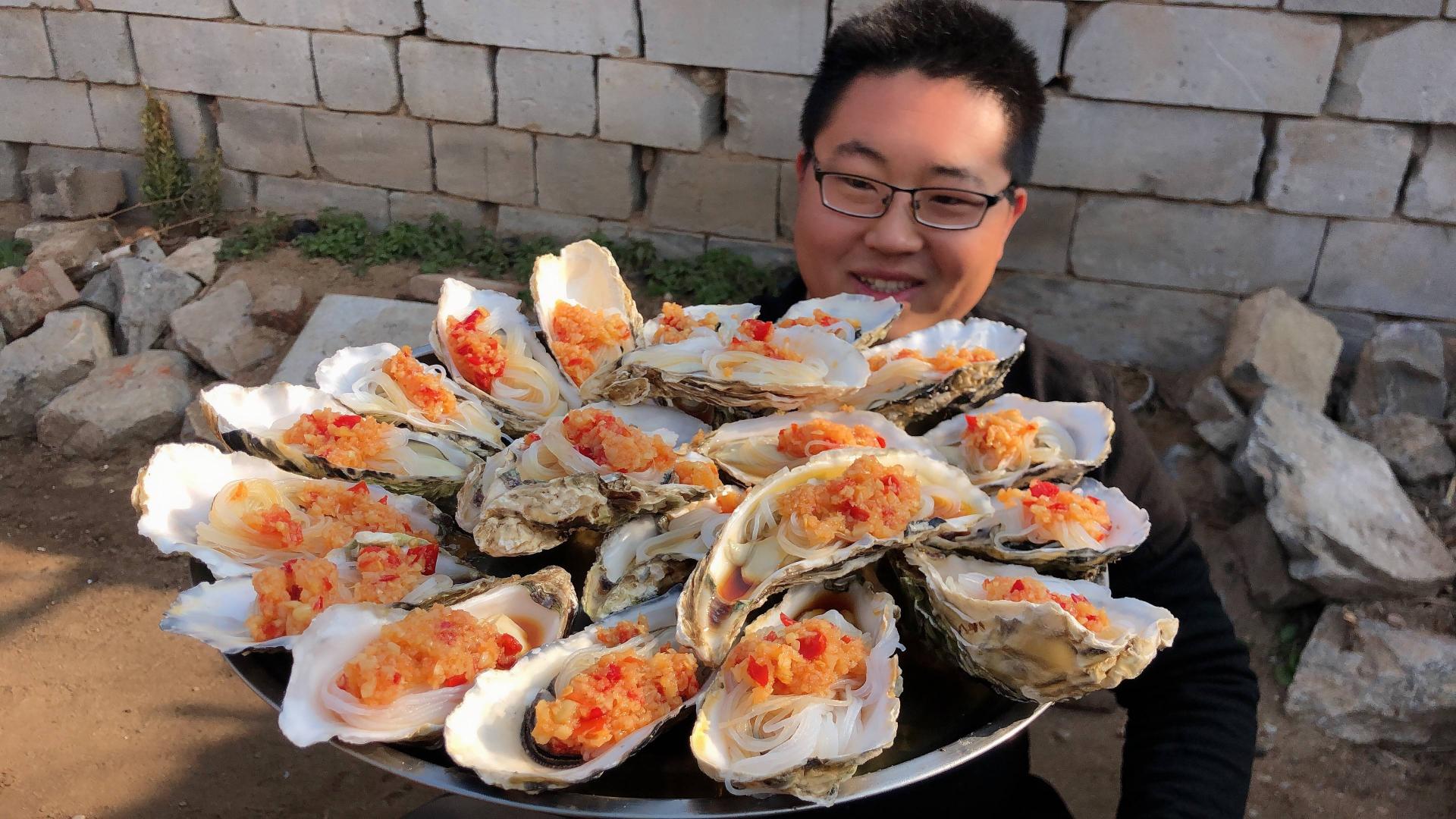 60元买6斤超大生蚝,配上剁椒蒜蓉,香辣爆烤,这才是男人的最爱