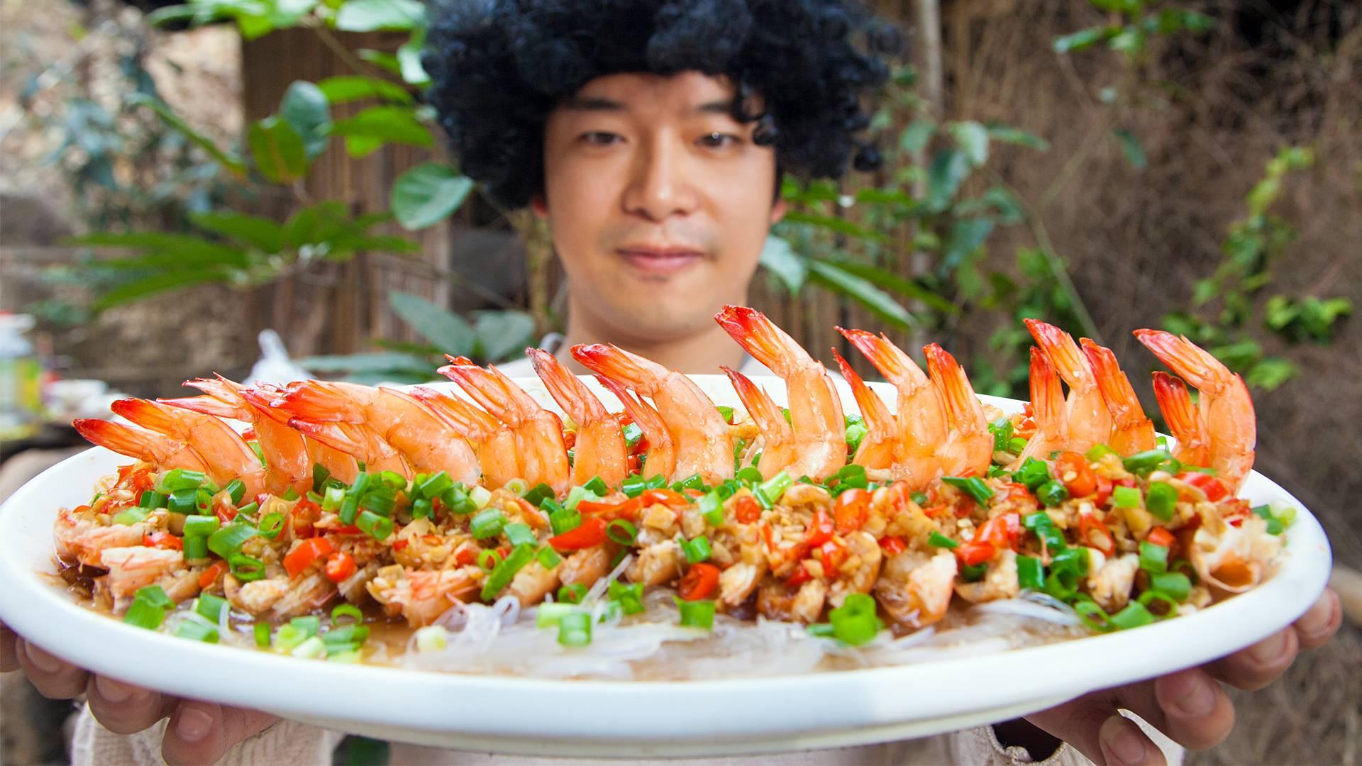 年夜饭不知道做什么,可以做蒜蓉粉丝蒸虾,好吃又好看