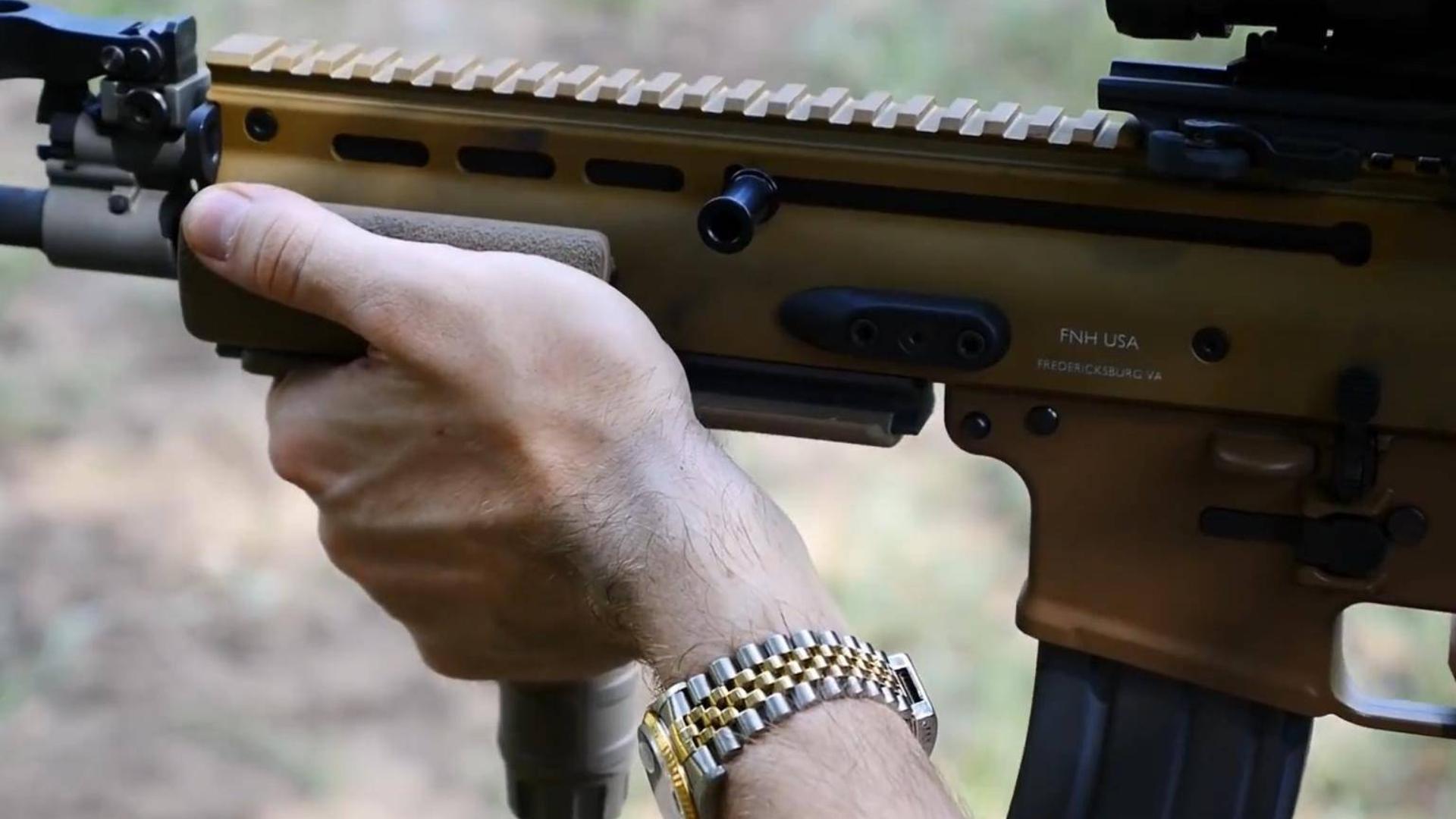 FN SCAR 16s  他值得这个钱