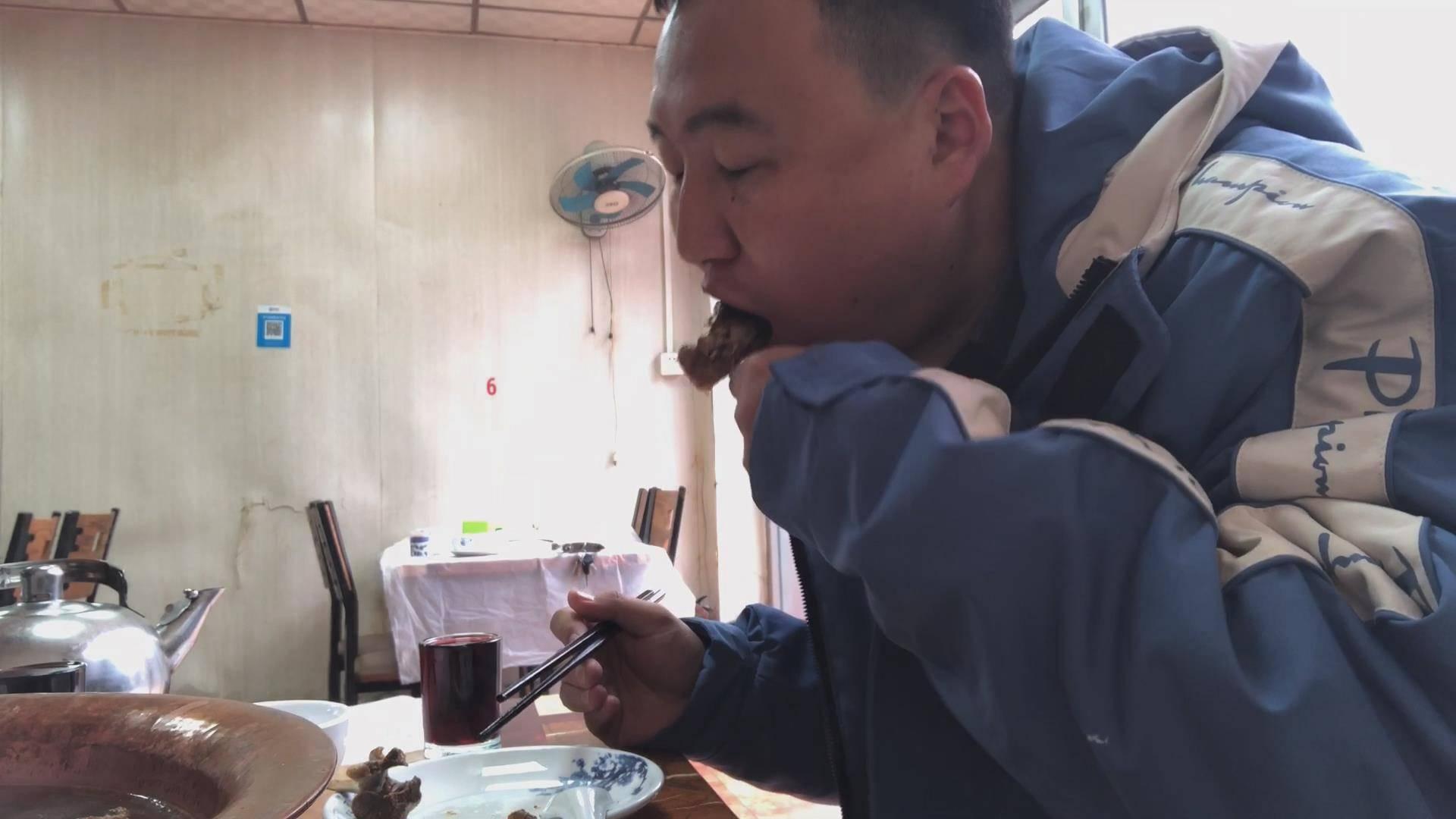 北京下雪、朋友到访,一起吃个温暖的羊蝎子、真好、happy