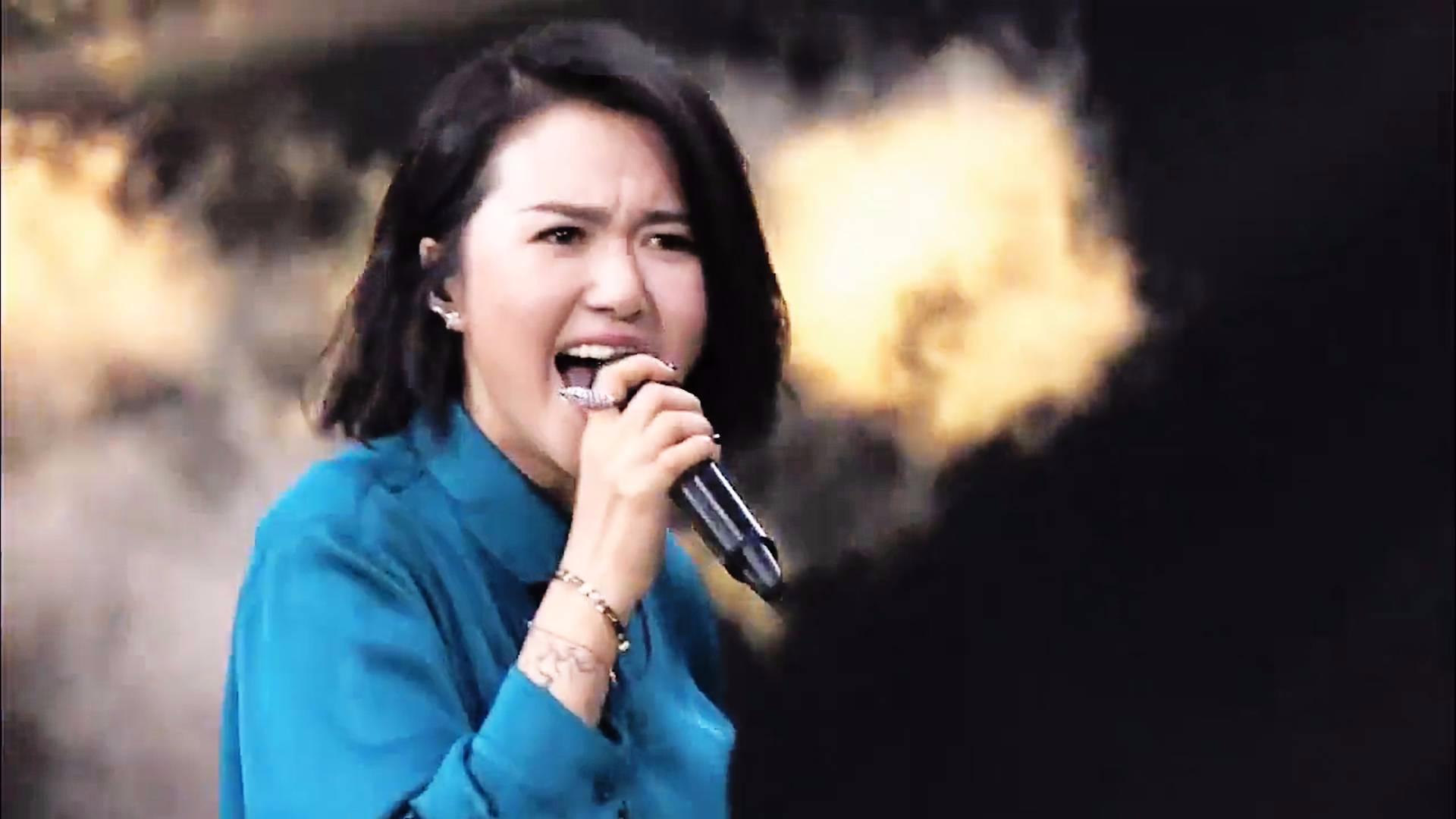 中韩歌会上砸场子的中国歌手,谭维维怒音嗨翻全场,太霸气了