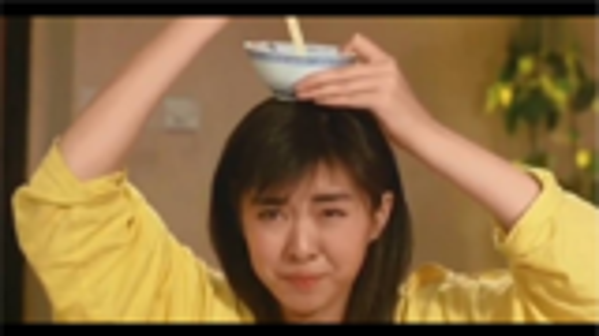 王祖贤吃饭时依旧很美,张一山吃龙虾只吃头,刘德华吃路边摊
